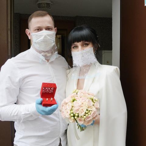 В «эпоху» пандемии появились новые традиции торжественной регистрации браков
