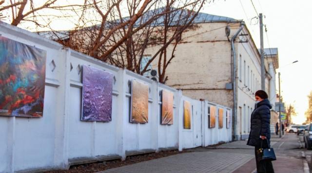 В Коломне работает уличная выставка «Искусство без границ»