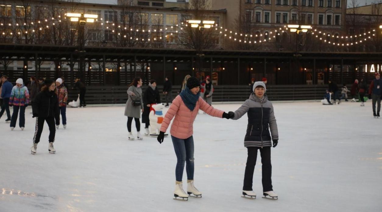 Покататься на коньках в Обнинске можно на шести открытых ледовых площадках.