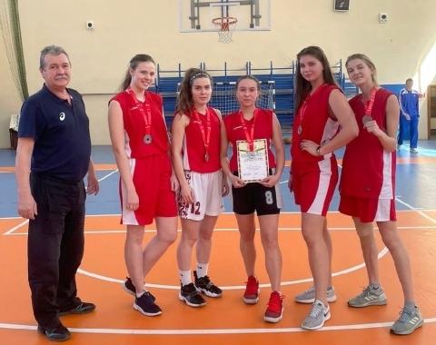 Коломенские студентки взяли серебро соревнований по стритболу