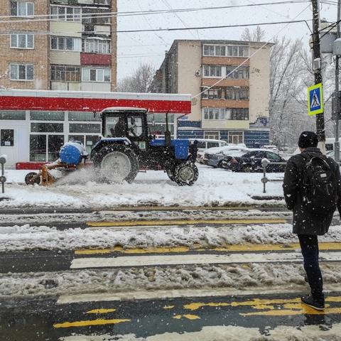 На расчистку дорог от снега в городском округе Ступино вышло 18 единиц техники и более 50 человек