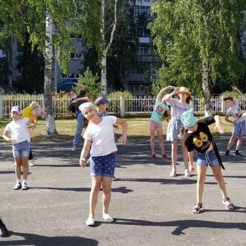 В настоящее время в Обнинске около трех с лишним тысяч школьников подали заявки на посещение лагерей дневного пребывания