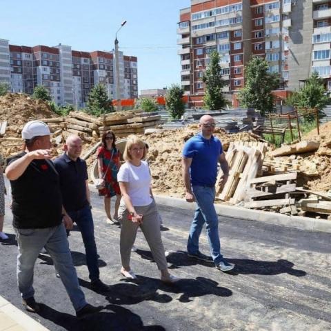 Глава г.о. Серпухов Юлия Купецкая оценила строительную готовность школы-новостройки