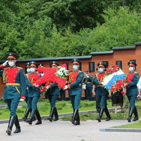 Останки 136 бойцов Красной армии перезахоронили в деревне Мокрое