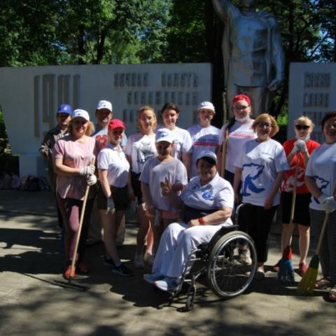В Серпухове состоялся субботник на воинском мемориале