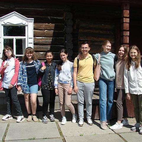 В обнинской городской библиотеке №1 («Стекляшке») работает летний лагерь «Юный журналист»