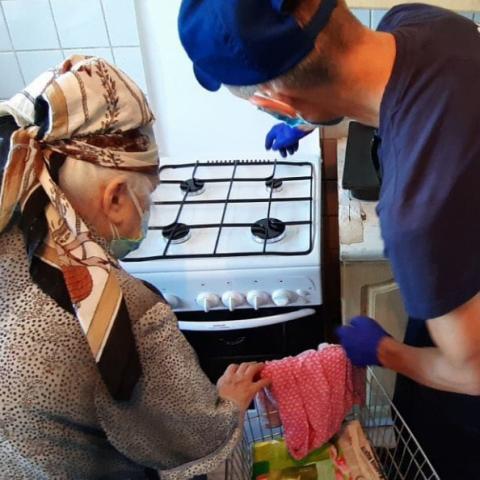 Ветерану труда из Ликино-Дулева бесплатно установили новую газовую плиту