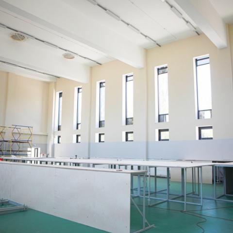 Оборудование для занятий спортивной гимнастикой устанавливают в новом универсальном зале