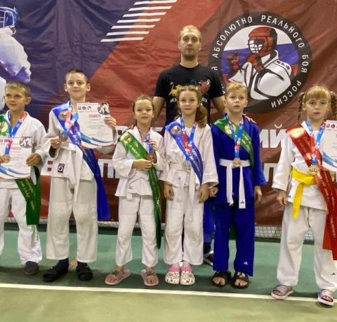 Можайские дзюдоисты завоевали 6 медалей на межрегиональном турнире